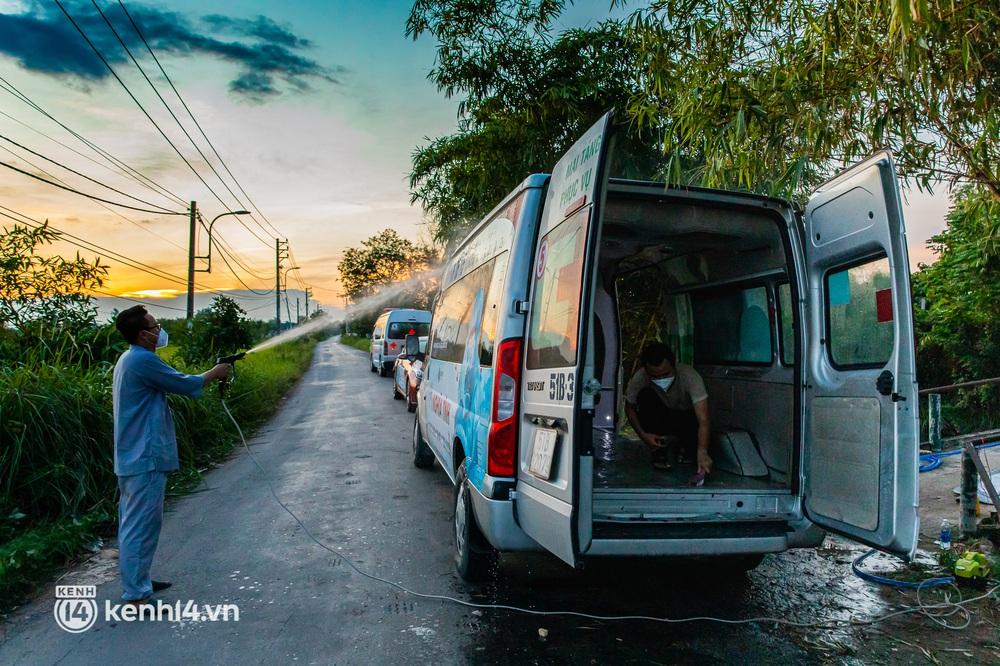 Lặng người sau một ngày dài theo chân nhóm mai táng 0 đồng ở Sài Gòn: Ước gì có thể giúp được hết tất cả... - Ảnh 19.