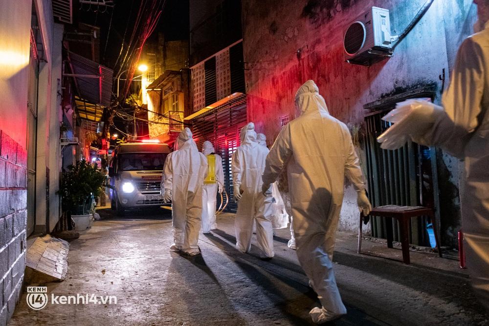 Lặng người sau một ngày dài theo chân nhóm mai táng 0 đồng ở Sài Gòn: Ước gì có thể giúp được hết tất cả... - Ảnh 5.