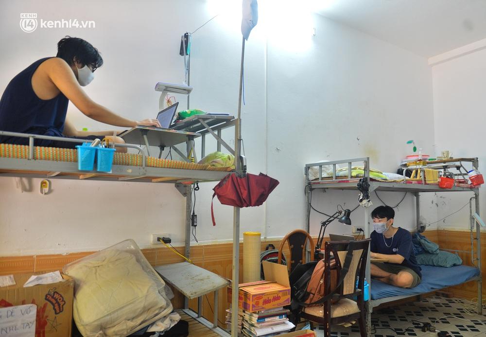 Cuộc sống những sinh viên mắc kẹt ở Hà Nội vì dịch Covid-19: Nhớ quê nhà nhưng chuẩn bị tâm lý nếu tiếp tục giãn cách - Ảnh 4.