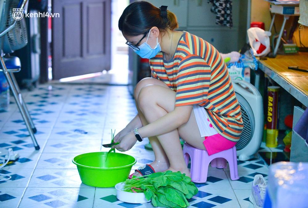 Cuộc sống những sinh viên mắc kẹt ở Hà Nội vì dịch Covid-19: Nhớ quê nhà nhưng chuẩn bị tâm lý nếu tiếp tục giãn cách - Ảnh 11.