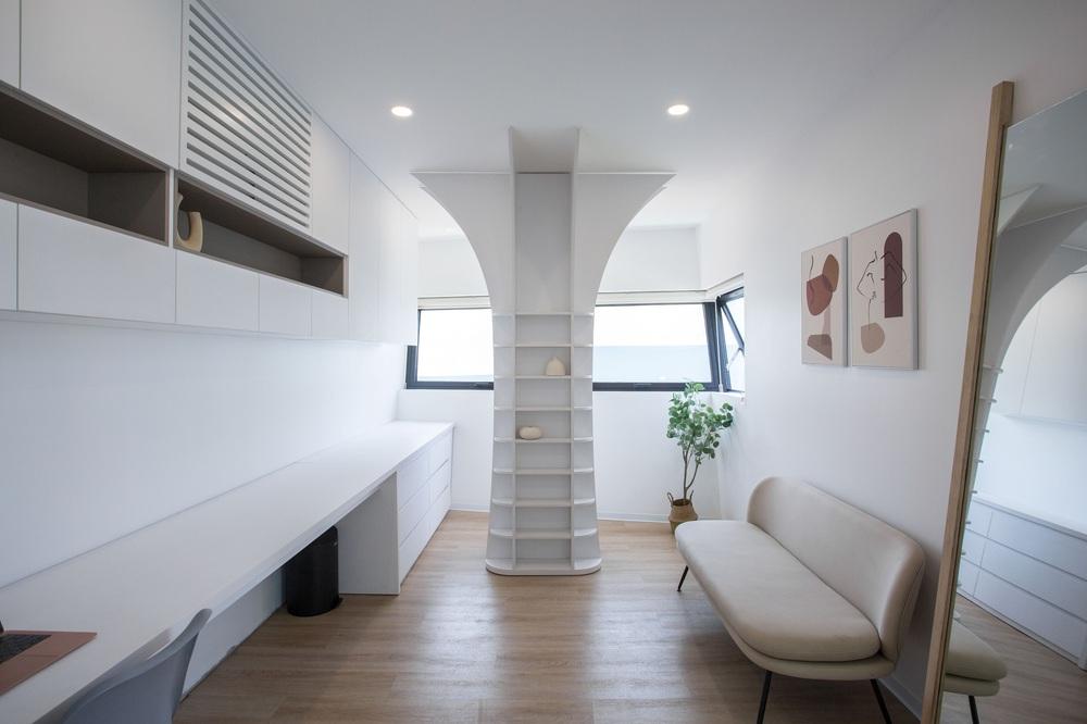 Ngôi nhà chiếm spotlight cả khu phố với thiết kế như phi thuyền không gian, dùng tới 3 giải pháp để hạn chế nắng hướng Tây - Ảnh 16.
