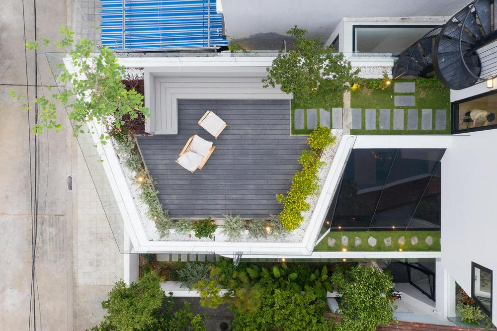 Ngôi nhà chiếm spotlight cả khu phố với thiết kế như phi thuyền không gian, dùng tới 3 giải pháp để hạn chế nắng hướng Tây - Ảnh 17.