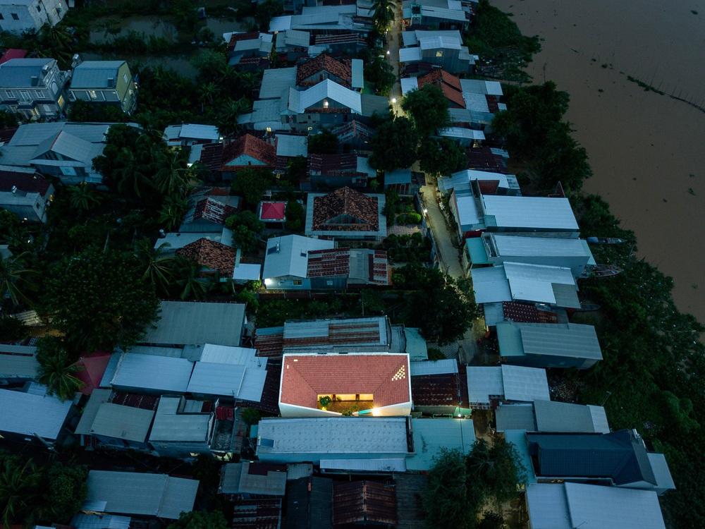 KTS trẻ xây nhà báo hiếu cha mẹ, kiến trúc truyền thống bình dị mà an yên, nhìn từ trên cao chiếm spotlight cả vùng - Ảnh 18.