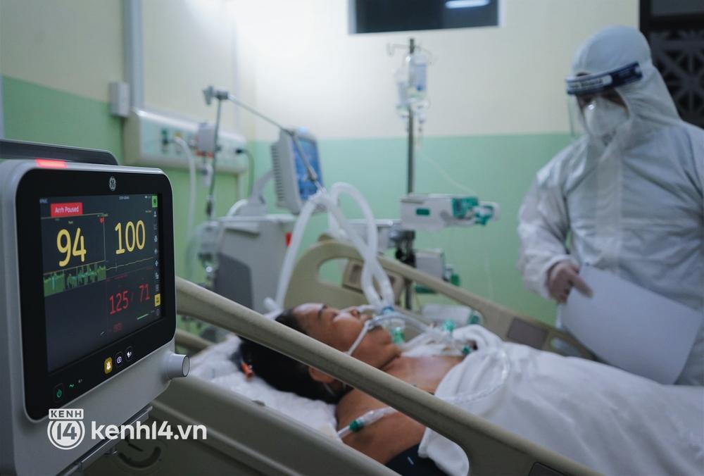 """Ảnh: Theo chân bác sĩ nơi """"thành trì"""" cuối cùng giành lại sự sống cho các F0 nguy kịch, phải thở máy ở TP.HCM - Ảnh 6."""