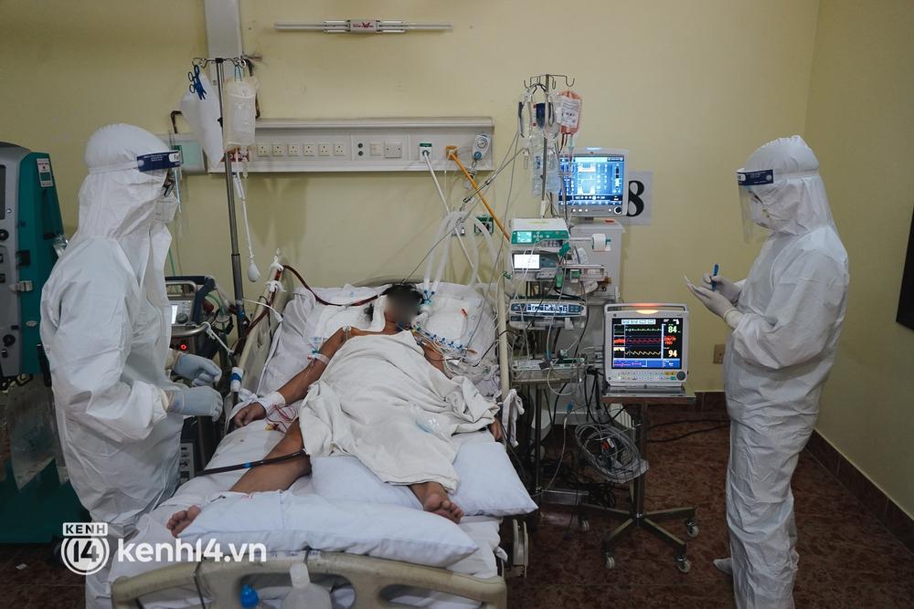 """Ảnh: Theo chân bác sĩ nơi """"thành trì"""" cuối cùng giành lại sự sống cho các F0 nguy kịch, phải thở máy ở TP.HCM - Ảnh 10."""