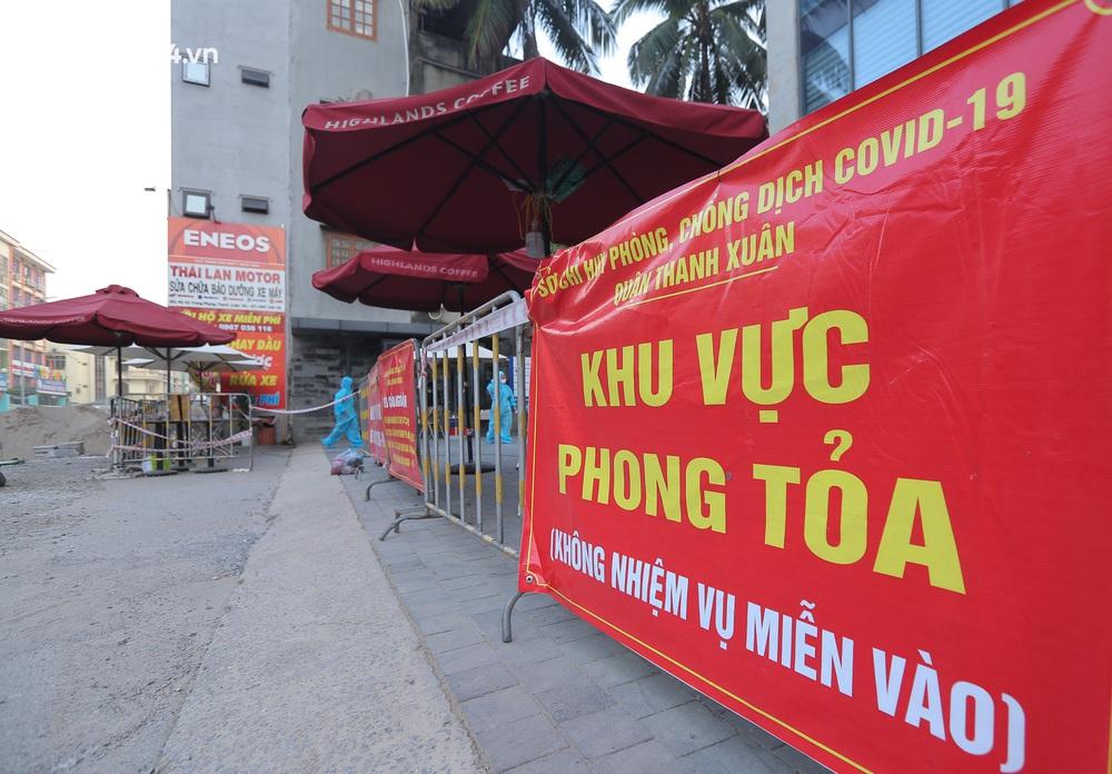 Ảnh: Cận cảnh phong toả chung cư cao cấp 2000 dân ở Hà Nội do liên quan 4 F0 trong cùng gia đình - Ảnh 3.