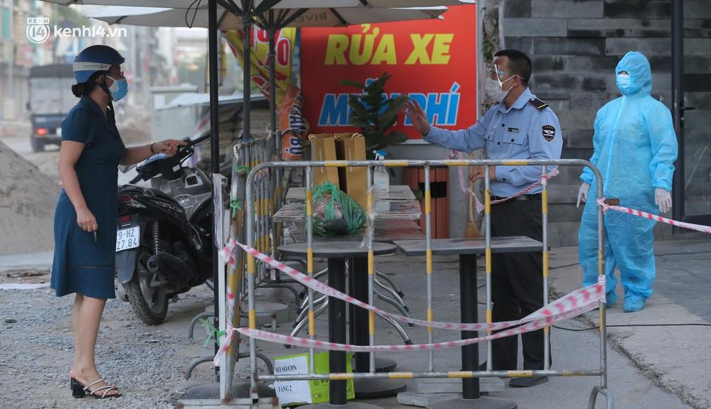 Ảnh: Cận cảnh phong toả chung cư cao cấp 2000 dân ở Hà Nội do liên quan 4 F0 trong cùng gia đình - Ảnh 5.