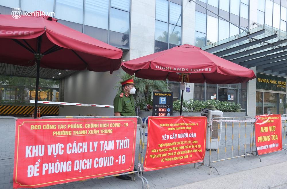 Ảnh: Cận cảnh phong toả chung cư cao cấp 2000 dân ở Hà Nội do liên quan 4 F0 trong cùng gia đình - Ảnh 2.