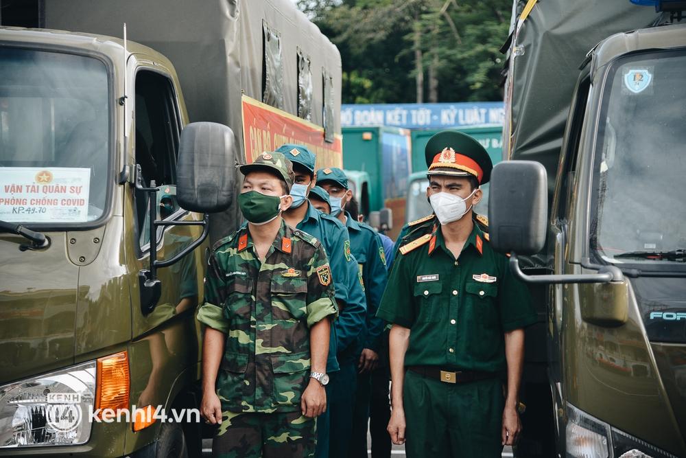 Quân đội tiếp tục tặng 100.000 phần quà và hàng nghìn tấn gạo cho người dân ở TP.HCM - Ảnh 5.