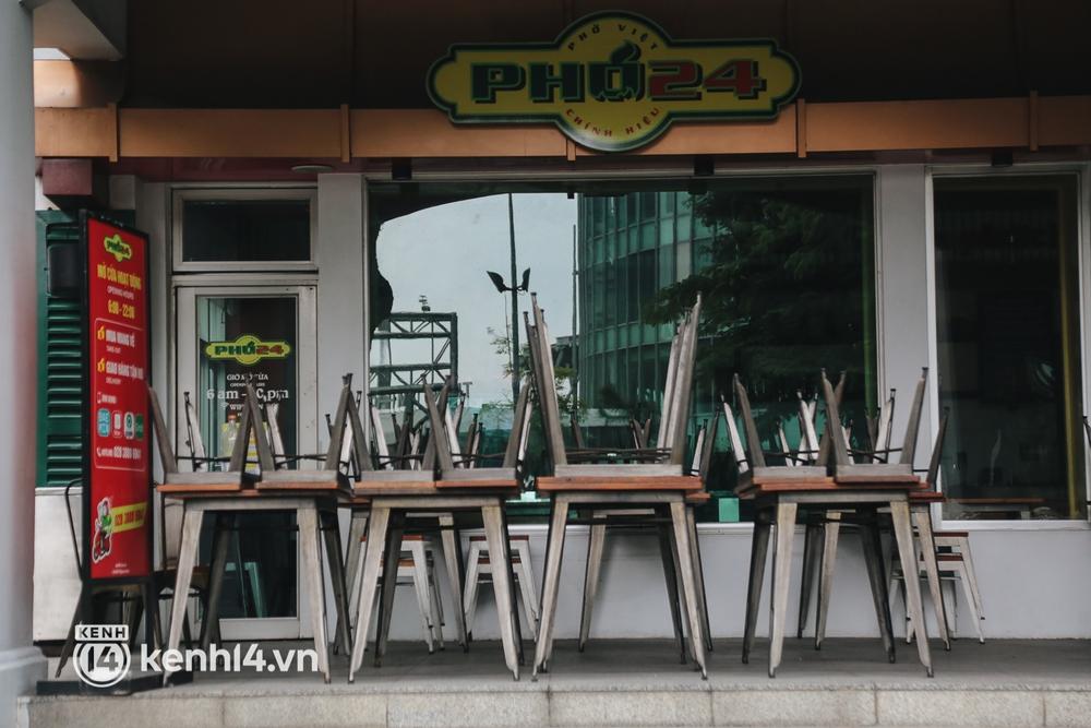 """Toàn cảnh quận 7 trước ngày thí điểm mở cửa: Nhiều hàng quán ăn uống vẫn """"im lìm"""" - Ảnh 5."""