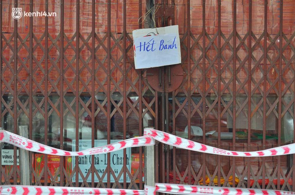 Tiệm bánh trung thu Bảo Phương bất ngờ đóng cửa, treo biển hết bánh sau khi bị nhắc nhở vì xảy ra tình trạng đông khách xếp hàng - Ảnh 2.