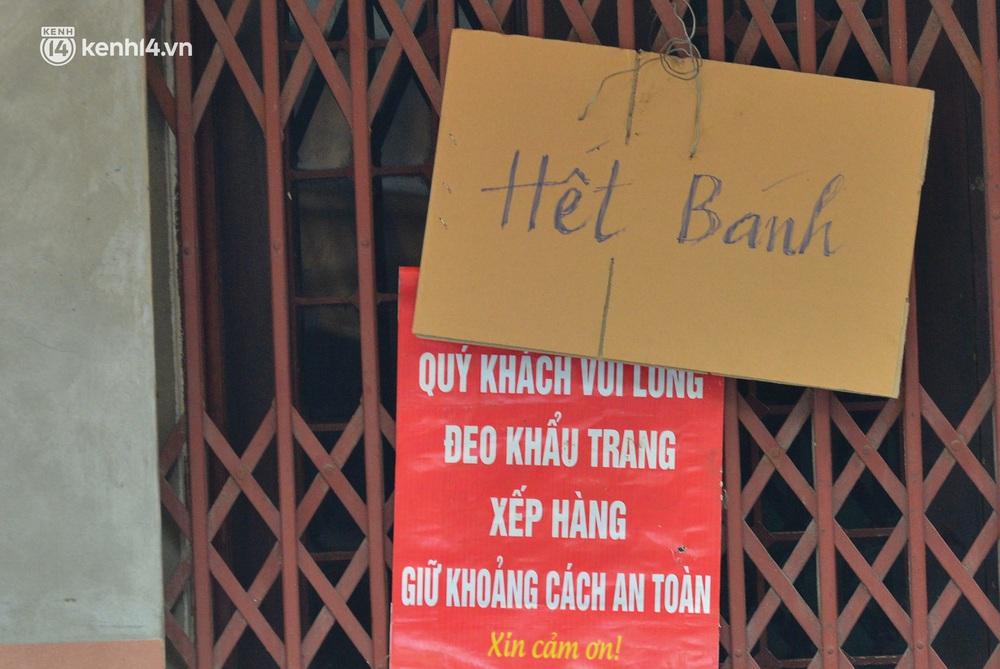 Tiệm bánh trung thu Bảo Phương bất ngờ đóng cửa, treo biển hết bánh sau khi bị nhắc nhở vì xảy ra tình trạng đông khách xếp hàng - Ảnh 8.