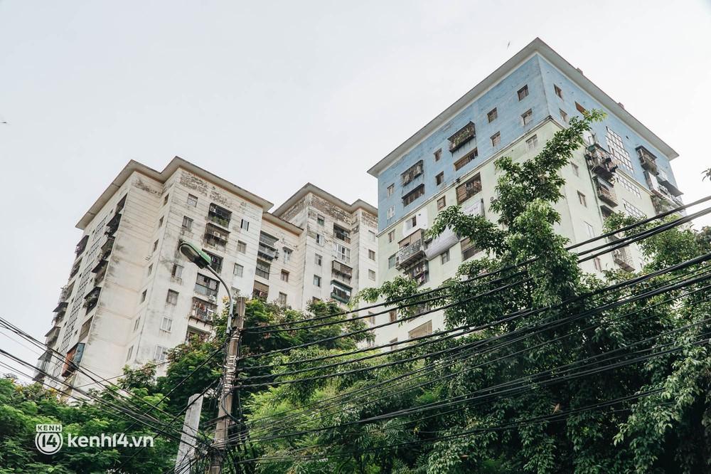 Ảnh: Cận cảnh 8 chốt phong tỏa tại một khu đô thị ở Hà Nội liên quan ổ dịch 17 ca Covid-19 chưa rõ nguồn lây - Ảnh 2.
