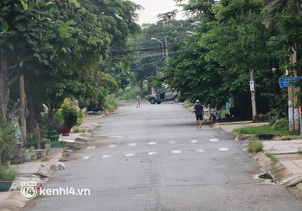 Người dân vùng xanh ở TP.HCM bắt đầu ra công viên tại chung cư, khu nhà ở tập thể dục - Ảnh 2.