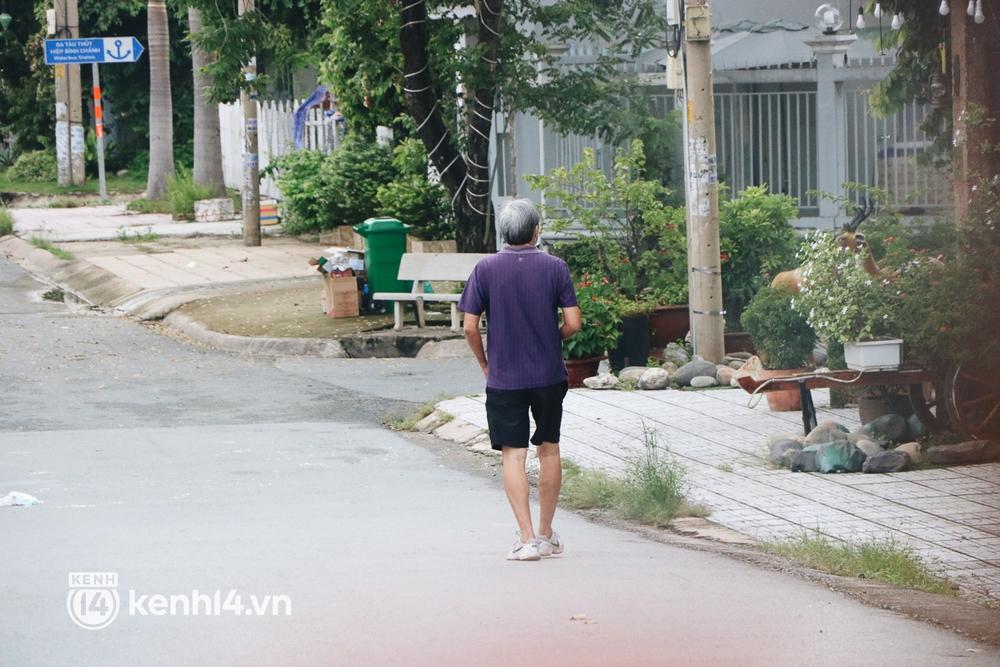 Người dân vùng xanh ở TP.HCM bắt đầu ra công viên tại chung cư, khu nhà ở tập thể dục - Ảnh 6.