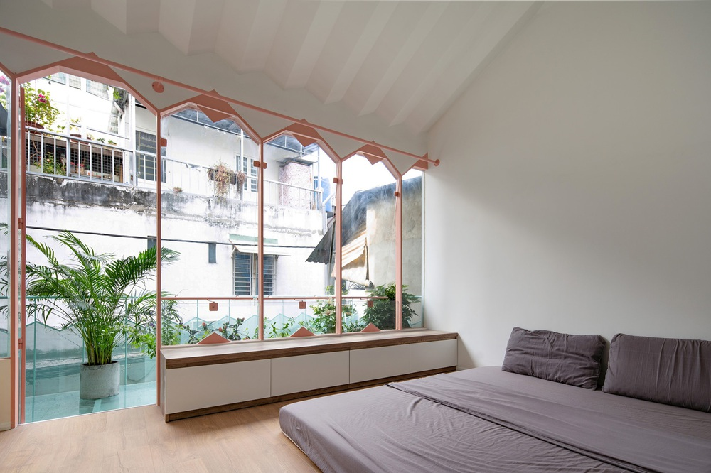 Ngôi nhà trong hẻm nổi bật với gam xanh mint siêu cưng, hay nhất là thiết kế zigzag độc lạ đỉnh của chóp - Ảnh 14.