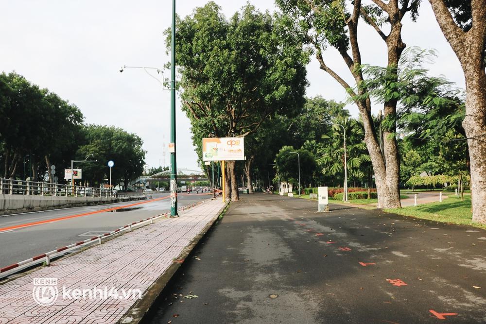 Người dân vùng xanh ở TP.HCM bắt đầu ra công viên tại chung cư, khu nhà ở tập thể dục - Ảnh 10.