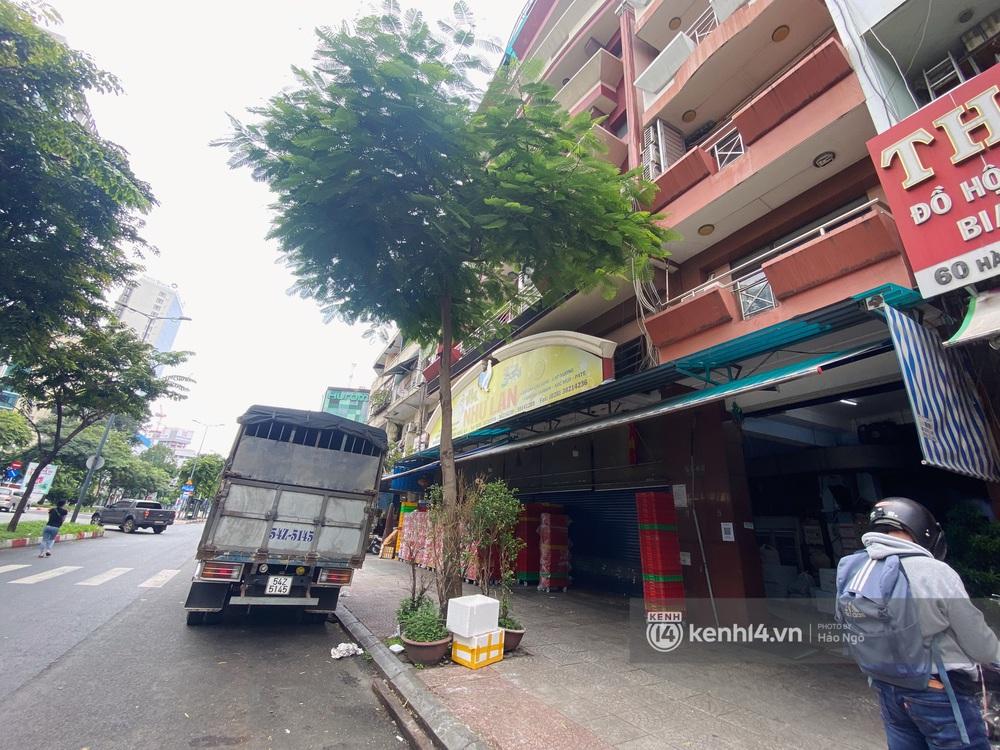 Xếp hàng mua bánh Trung thu Như Lan hot nhất Sài Gòn: Khách sộp mua 11 triệu tiền bánh, shipper đợi đến phát quạu - Ảnh 22.
