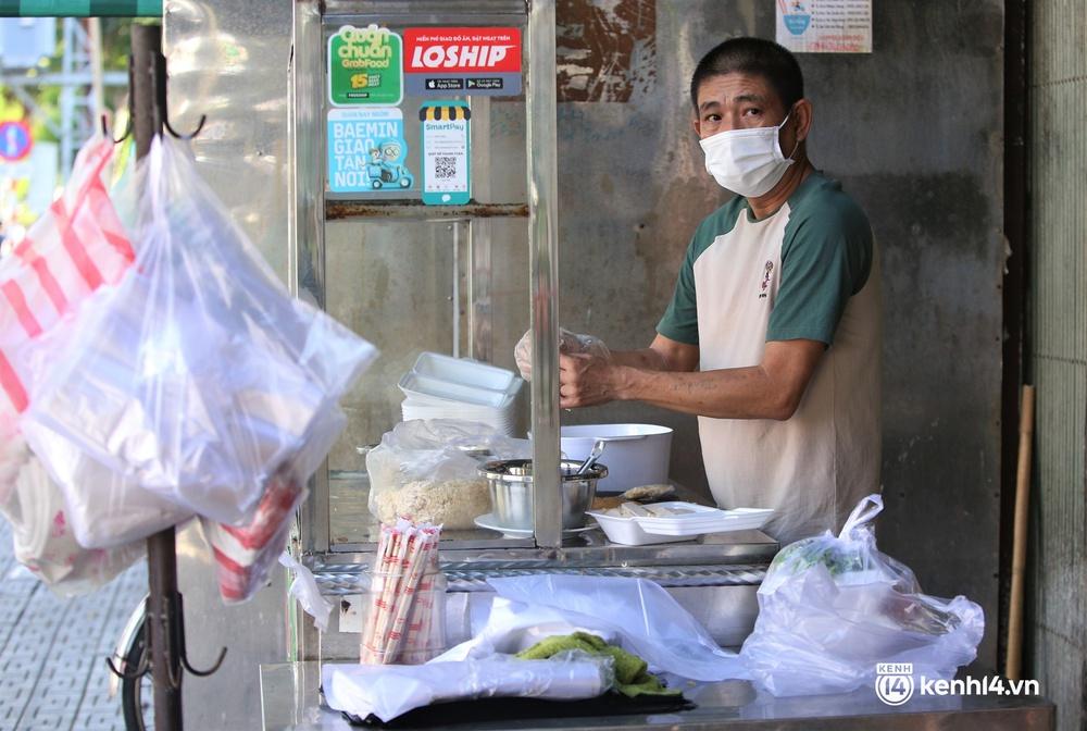 Ảnh: Chủ quán ăn ở Đà Nẵng rơm rớm nước mắt vì mừng, người dân vùng xanh phấn khởi chia tay những bữa sáng... mì tôm - Ảnh 3.