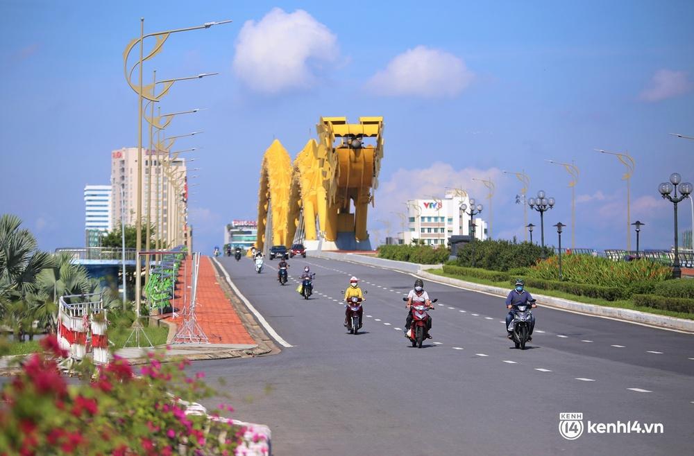 Ảnh: Chủ quán ăn ở Đà Nẵng rơm rớm nước mắt vì mừng, người dân vùng xanh phấn khởi chia tay những bữa sáng... mì tôm - Ảnh 1.