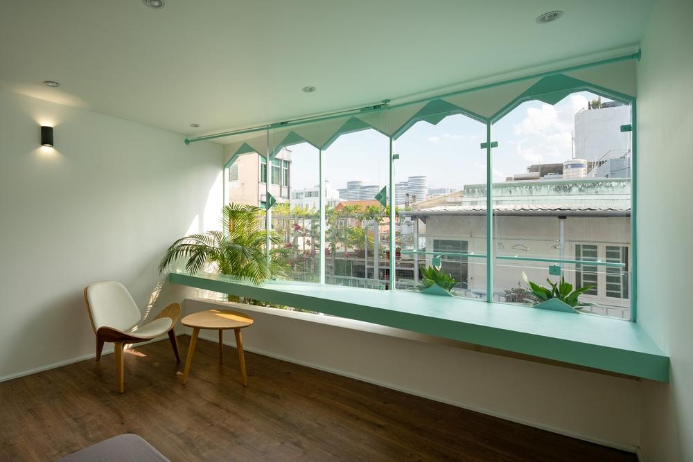 Ngôi nhà trong hẻm nổi bật với gam xanh mint siêu cưng, hay nhất là thiết kế zigzag độc lạ đỉnh của chóp - Ảnh 11.