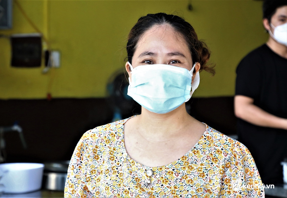 Ảnh: Chủ quán ăn ở Đà Nẵng rơm rớm nước mắt vì mừng, người dân vùng xanh phấn khởi chia tay những bữa sáng... mì tôm - Ảnh 5.