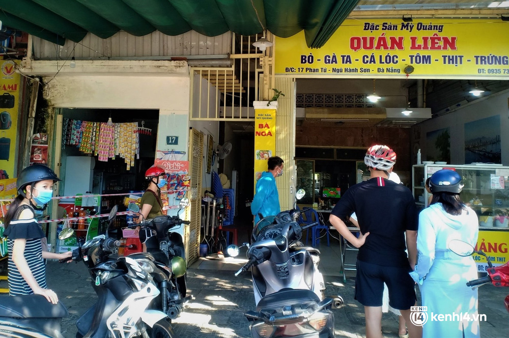 Ảnh: Chủ quán ăn ở Đà Nẵng rơm rớm nước mắt vì mừng, người dân vùng xanh phấn khởi chia tay những bữa sáng... mì tôm - Ảnh 9.
