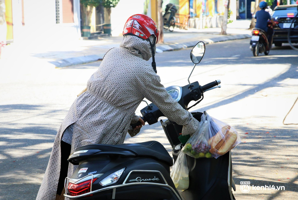 Ảnh: Chủ quán ăn ở Đà Nẵng rơm rớm nước mắt vì mừng, người dân vùng xanh phấn khởi chia tay những bữa sáng... mì tôm - Ảnh 10.
