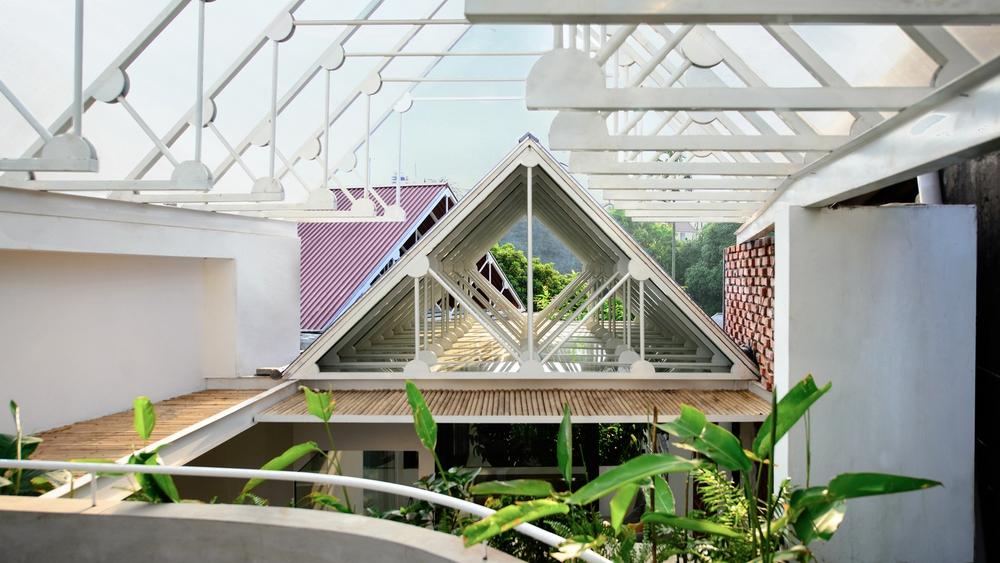 Cặp vợ chồng 9x bỏ Hà Nội về Thái Nguyên tậu cơ ngơi hoành tráng, tận hưởng cuộc sống yên bình với khu vườn trên cao cực chất - Ảnh 8.