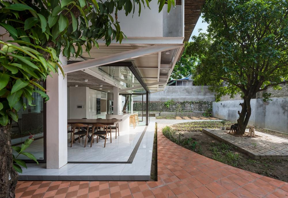 Cặp vợ chồng 9x bỏ Hà Nội về Thái Nguyên tậu cơ ngơi hoành tráng, tận hưởng cuộc sống yên bình với khu vườn trên cao cực chất - Ảnh 2.