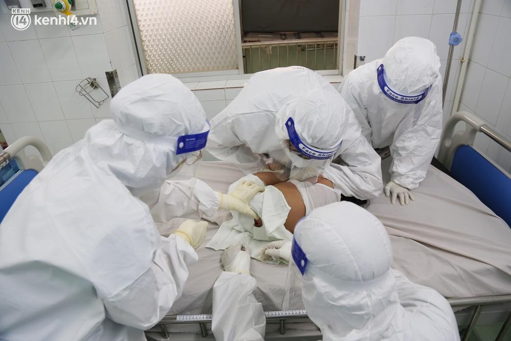 Cân não giành sự sống cho hàng trăm em bé F0 nguy kịch ở bệnh viện tuyến cuối điều trị Covid-19 - Ảnh 7.