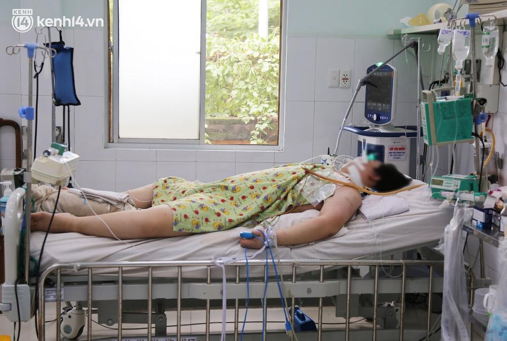 Cân não giành sự sống cho hàng trăm em bé F0 nguy kịch ở bệnh viện tuyến cuối điều trị Covid-19 - Ảnh 4.