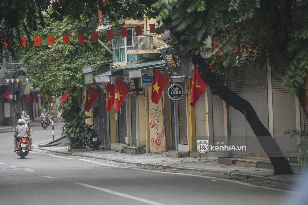 Ảnh: Ngày Quốc khánh đặc biệt giữa thời điểm Hà Nội thực hiện giãn cách xã hội - Ảnh 10.