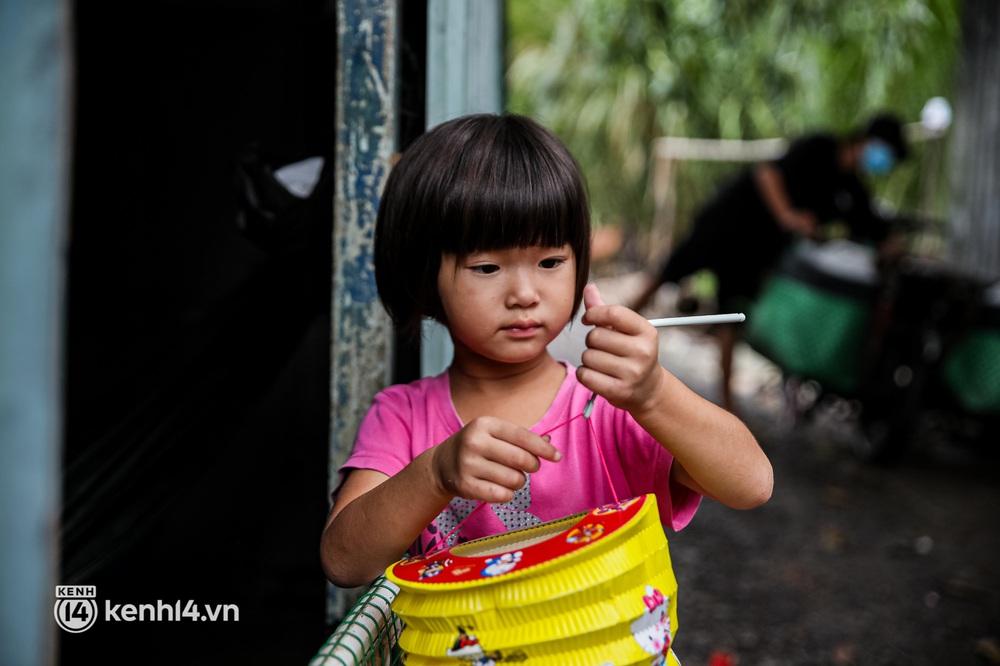 Chồng mất khi đang mang thai, vợ ôm 3 đứa con khát sữa trong túp lều dột nát ở Sài Gòn: Tụi nhỏ cứ hỏi cha con đi đâu rồi - Ảnh 5.