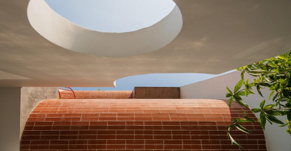 Căn nhà 4 tỷ nổi bần bật với mặt tiền đỏ, bước vào trong còn choáng ngợp hơn với thiết kế mê cung - Ảnh 13.