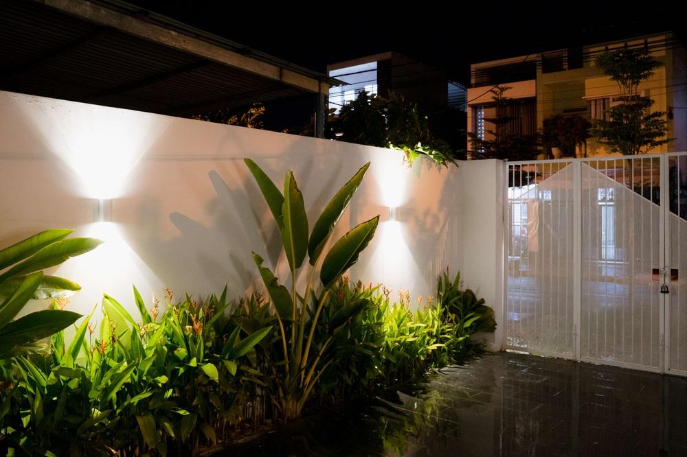 Vợ chồng trẻ xây nhà 1,4 tỷ ở Đà Nẵng: Nhìn ngoài tưởng bí, vào trong mới choáng vì nhà sáng thoáng vô cùng - Ảnh 2.
