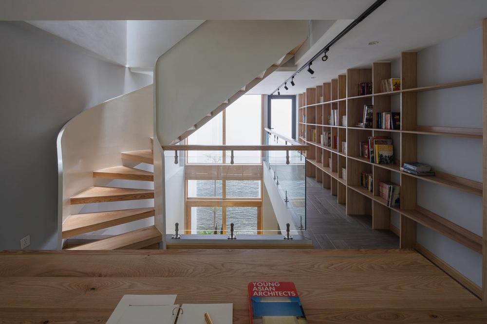 Mê mẩn nhà phố 2,3 tỷ có cầu thang uốn lượn như dải lụa, góc nào cũng giống triển lãm nghệ thuật - Ảnh 13.