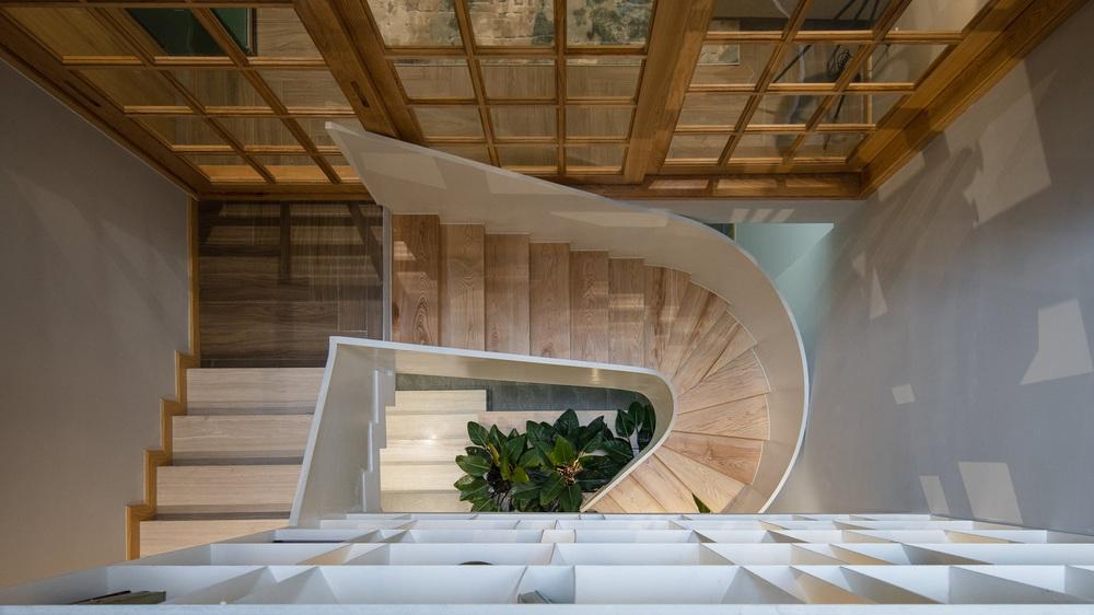 Mê mẩn nhà phố 2,3 tỷ có cầu thang uốn lượn như dải lụa, góc nào cũng giống triển lãm nghệ thuật - Ảnh 6.