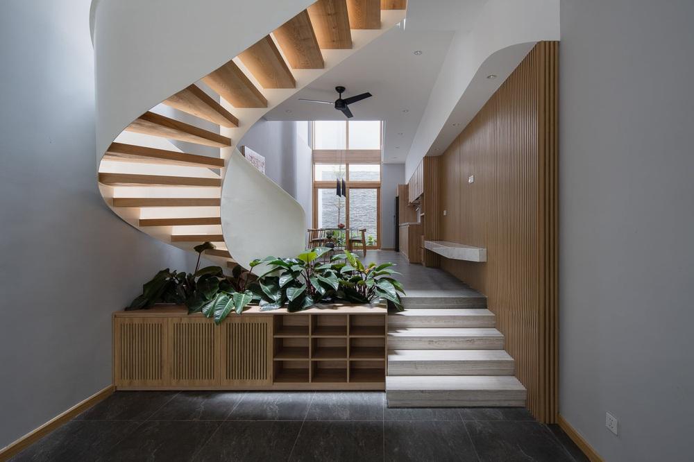 Mê mẩn nhà phố 2,3 tỷ có cầu thang uốn lượn như dải lụa, góc nào cũng giống triển lãm nghệ thuật - Ảnh 3.