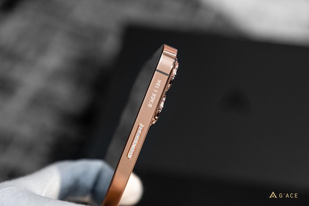 Lác mắt với iPhone 13 Pro Max mạ vàng có giá hơn 130 triệu đồng được chế tác tại Việt Nam - Ảnh 2.