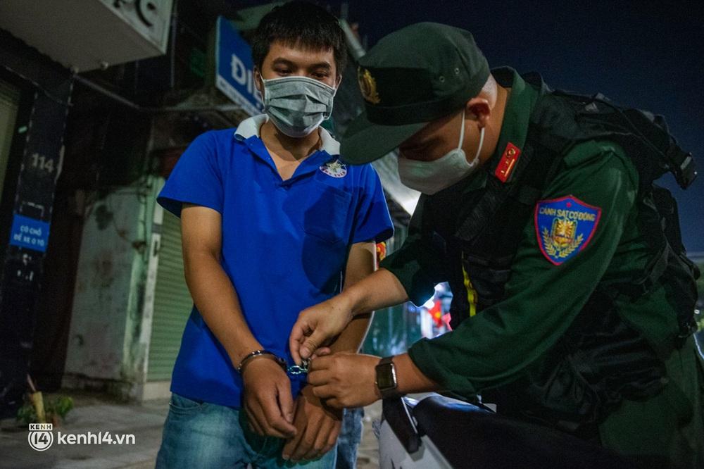 Ảnh: Quay đầu xe, giấu ma tuý vào lọ mỹ phẩm vẫn không qua mắt được cảnh sát 141 trong đêm Quốc Khánh 2/9 - Ảnh 9.