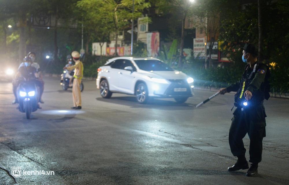 Ảnh: Quay đầu xe, giấu ma tuý vào lọ mỹ phẩm vẫn không qua mắt được cảnh sát 141 trong đêm Quốc Khánh 2/9 - Ảnh 10.