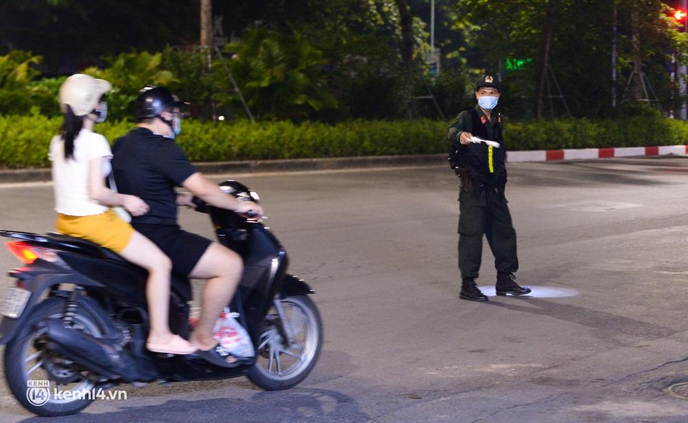 Ảnh: Quay đầu xe, giấu ma tuý vào lọ mỹ phẩm vẫn không qua mắt được cảnh sát 141 trong đêm Quốc Khánh 2/9 - Ảnh 3.