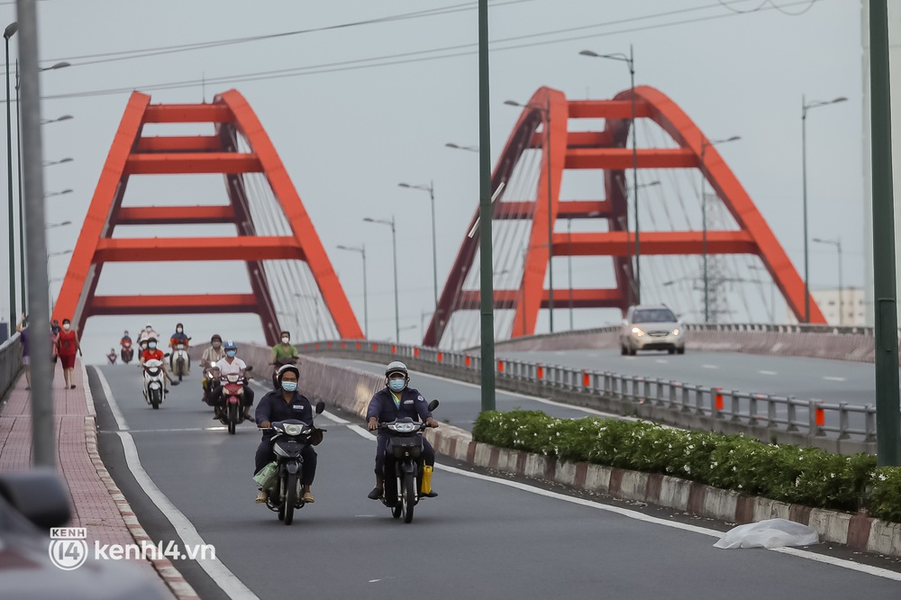 Sài Gòn chiều 30/9: Lâu lắm rồi mới thấy không khí nhộn nhịp, rộn rã khắp mọi nẻo đường - Ảnh 6.
