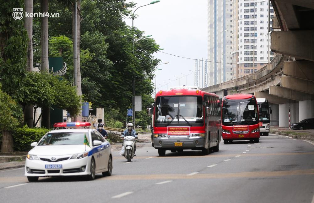 Ảnh: 500 cán bộ y tế tỉnh Phú Thọ đã có mặt tại Hà Nội, sẵn sàng hỗ trợ Thủ đô xét nghiệm và tiêm vaccine toàn dân - Ảnh 1.