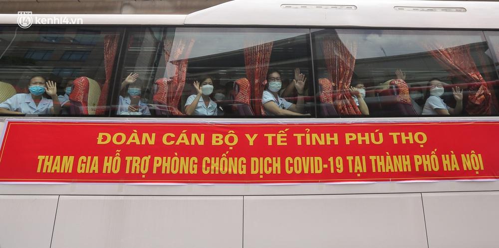 Ảnh: 500 cán bộ y tế tỉnh Phú Thọ đã có mặt tại Hà Nội, sẵn sàng hỗ trợ Thủ đô xét nghiệm và tiêm vaccine toàn dân - Ảnh 2.