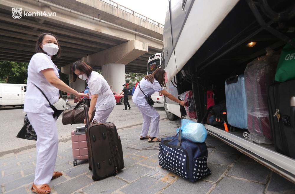 Ảnh: 500 cán bộ y tế tỉnh Phú Thọ đã có mặt tại Hà Nội, sẵn sàng hỗ trợ Thủ đô xét nghiệm và tiêm vaccine toàn dân - Ảnh 8.