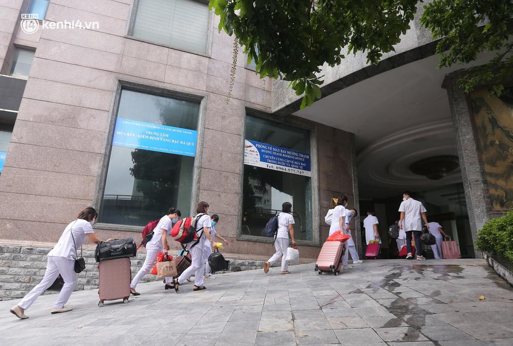 Ảnh: 500 cán bộ y tế tỉnh Phú Thọ đã có mặt tại Hà Nội, sẵn sàng hỗ trợ Thủ đô xét nghiệm và tiêm vaccine toàn dân - Ảnh 5.