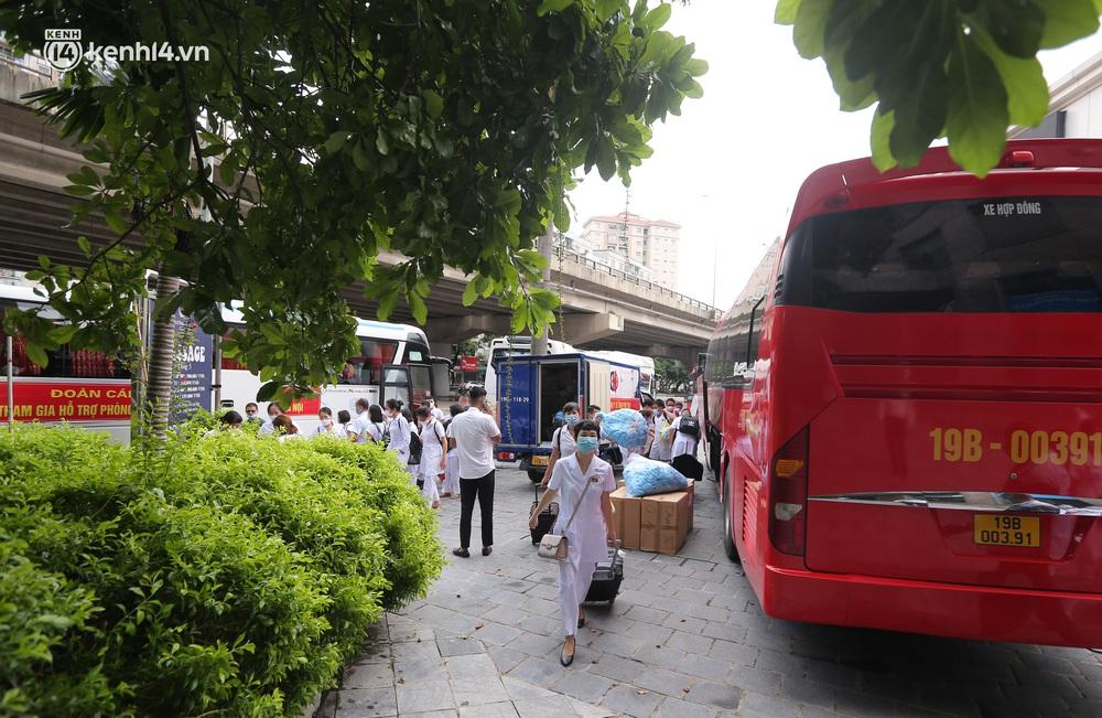Ảnh: 500 cán bộ y tế tỉnh Phú Thọ đã có mặt tại Hà Nội, sẵn sàng hỗ trợ Thủ đô xét nghiệm và tiêm vaccine toàn dân - Ảnh 3.