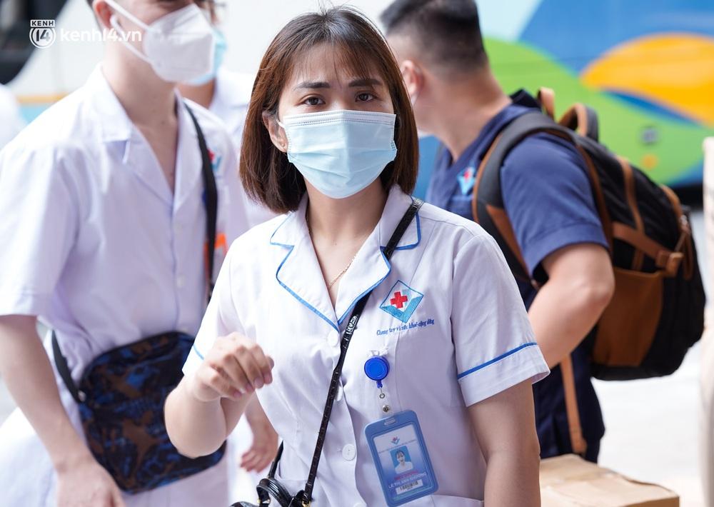 Ảnh: 500 cán bộ y tế tỉnh Phú Thọ đã có mặt tại Hà Nội, sẵn sàng hỗ trợ Thủ đô xét nghiệm và tiêm vaccine toàn dân - Ảnh 6.